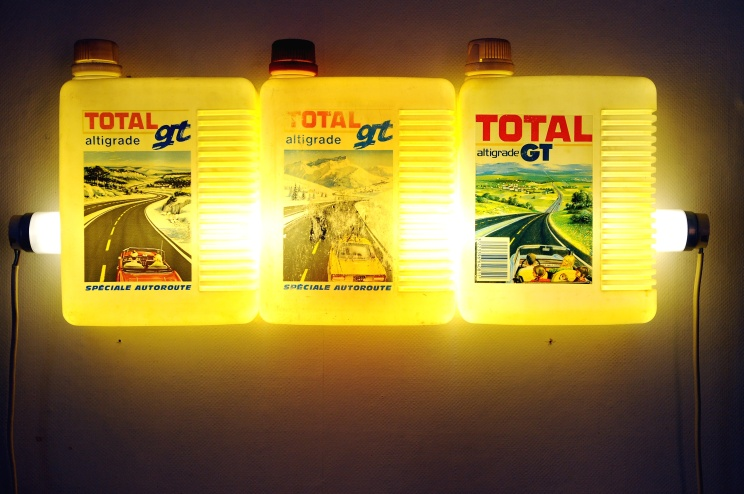 Bill Culbert, Total (Driving), 1990, plastic oil containers, fluorescent tube, electrical cable, 25 x 62 x 7 cm
